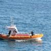 Barca in fiamme, salvati due dipostisti
