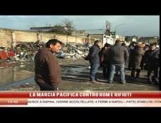 """""""Circondati dalla spazzatura e derubati ogni giorno dai residenti delle baraccopoli"""". La protesta silenziosa dei residenti di Gianturco"""