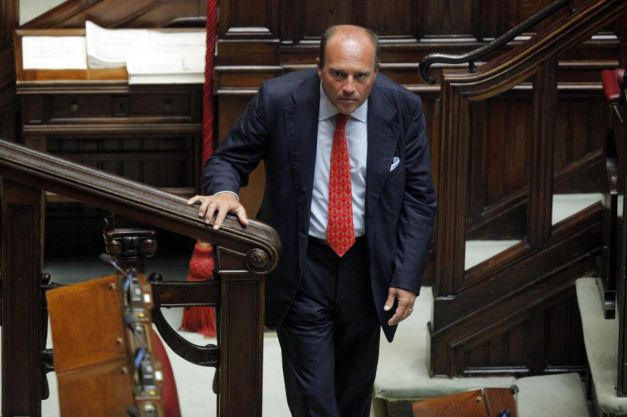 Canale otto campania blog archive soldi regalini e for Parlamentare pdl
