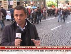 """Il corteo di metalmeccanici e precari invade Napoli. Ventimila  """"vaffa"""" al Governo Renzi"""